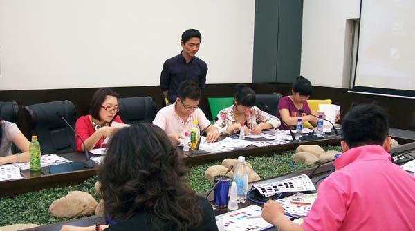 中国服装设计师协会培训中心为汤尼威尔公司完成14天陈列课程第一阶段
