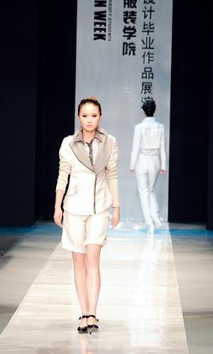 记香港服装学院在2009中国(广东)大学生时装周的华彩